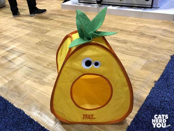 Pineapple popup bed